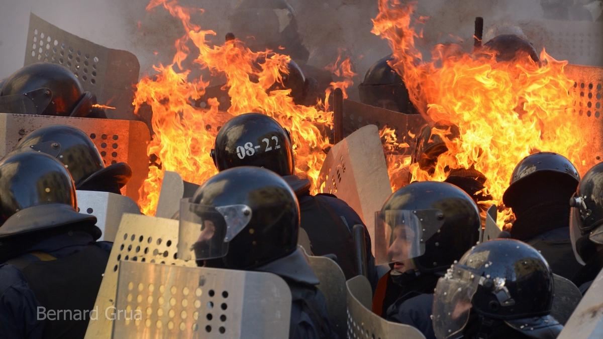 Bernard Grua affrontements rue de l'institut Maidan Kiev