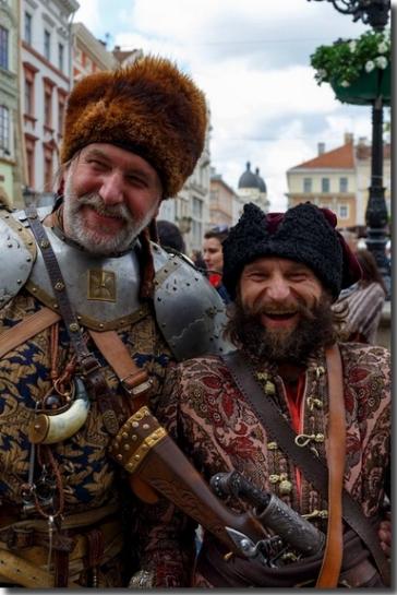 Basile Katshmar & Taras Beniakh, Lviv, août 2016, photo Taras Partyka