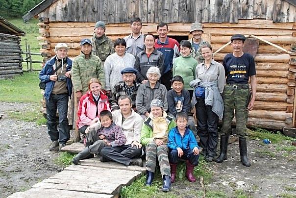Famille Soyot et équipe russe (avec un Français) de Batagol. Estive de Boldokte. Eté 2008