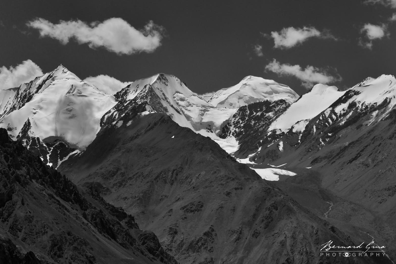 Sommets et glaciers du Karakoram entre Kunjerab et Sost