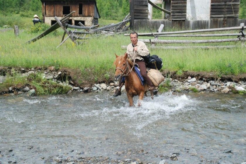 Bernard Grua, Expédition à cheval dans les Monts Saian orientaux, village fantôme de Batagol, Sibérie