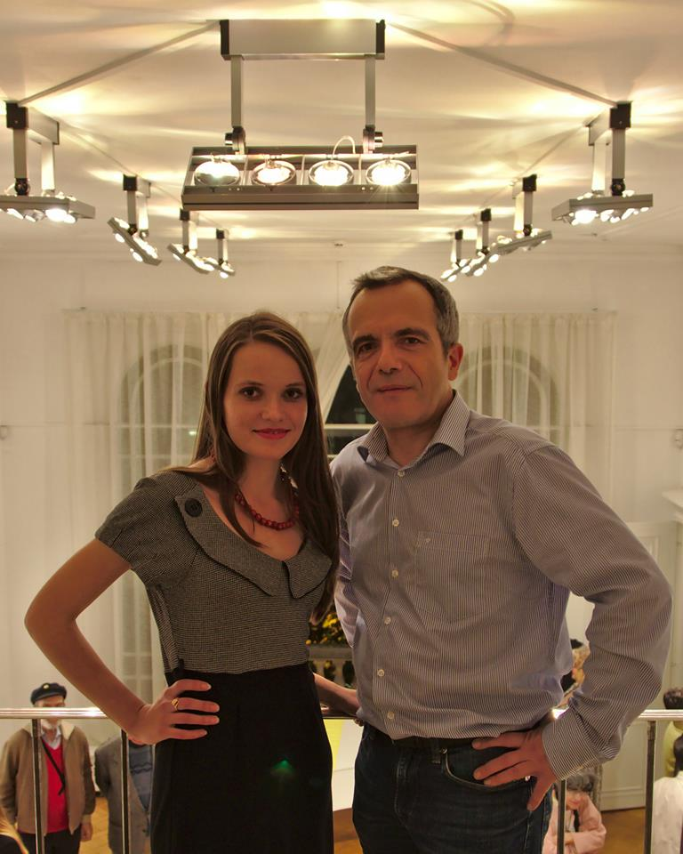 Bernard Grua, avec Olesia F., coorganisatrice de l'exposition de photos sur la révolution du Maidan. Institut Culturel Ukrainien, Paris