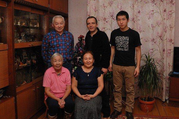 Bernard Grua, Avec la famille de Kirill T. dans les environs d'Iakoutsk, le long du fleuve Lena, République de Sakha, Sibérie