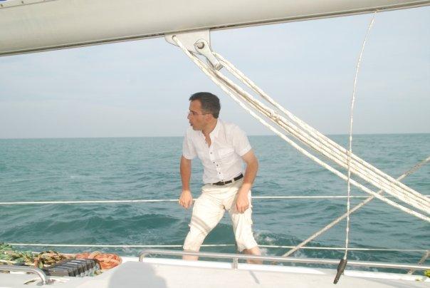 """Bernard Grua, navigation sur le maxi voilier, """"El Coyote"""", dans le Golfe de Siam."""
