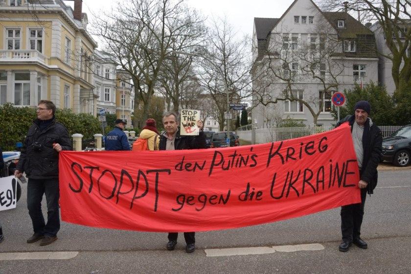 Bernard Grua, participation à la manifestation devant le consulat russe à Hambourg, Allemagne, contre la guerre de Poutine en Ukraine, 2 mars 2014