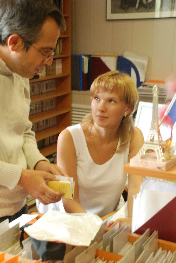 Bernard Grua avec Anna Chendrik, Allaince française d'Irkoutsk, Sibérie orientale;