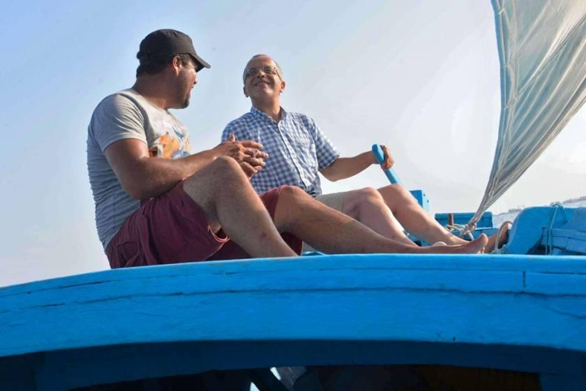 Bernard Grua, avec Nidhal D., pêcheur, navigation à la voile sur un rapide loudso des Kerkennah, Golfe de Gabès, Tunisie