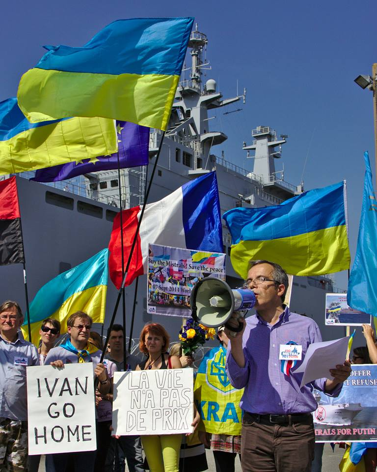 Bernard Grua, discours lors d'une manifestation devant le BPC Vladivostok contre la livraison des navires Mistral au régime de Poutine.