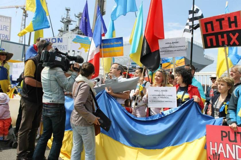 Bernard Grua, première manifestation contre la livraison des navires Mistral à Vladimir Poutine. Saint Nazaire 2 juin 2014 - No Mistrals for Putin - interview