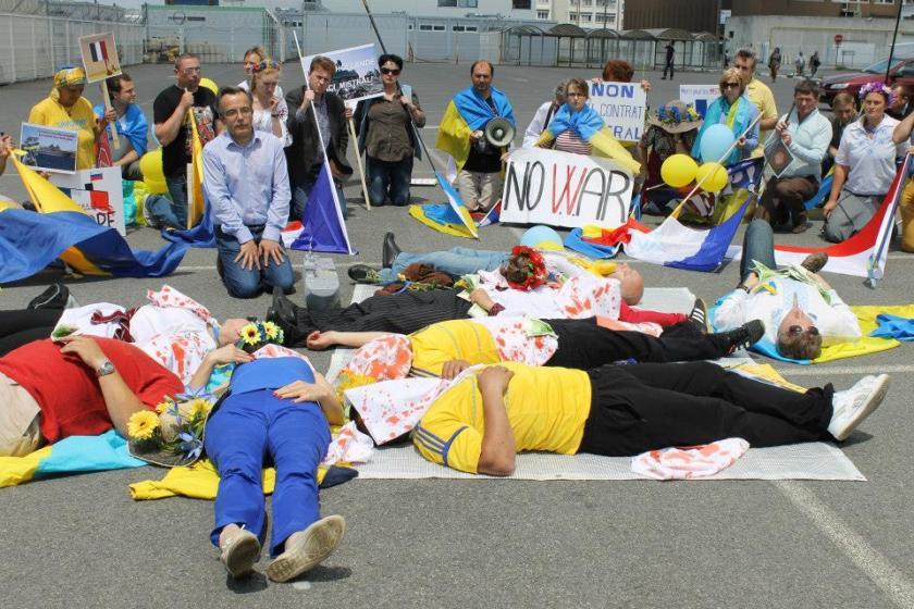 Bernard Grua, deuxième manifestation contre la livraison des navires Mistral à Vladimir Poutine. Saint Nazaire 29 juin 2014 - No Mistrals for Putin - Morts