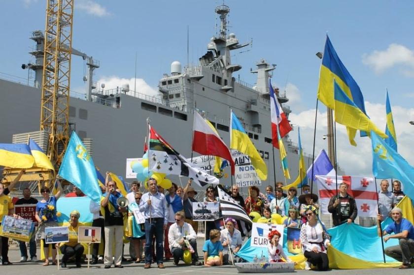 Bernard Grua, deuxième manifestation contre la livraison des navires Mistral à Vladimir Poutine. Saint Nazaire 29 juin 2014 - No Mistrals for Putin - Vladivostok