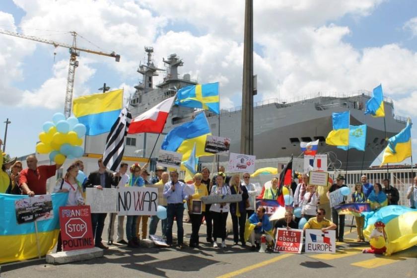 Bernard Grua, deuxième manifestation contre la livraison des navires Mistral à Vladimir Poutine. Saint Nazaire 29 juin 2014 - No Mistrals for Putin - Barrière