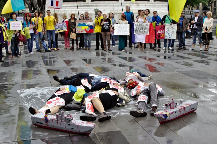 Bernard Grua, troisième manifestation contre la livraison des navires Mistral à Vladimir Poutine. Paris 13 juillet 2014 - No Mistrals for Putin - Morts