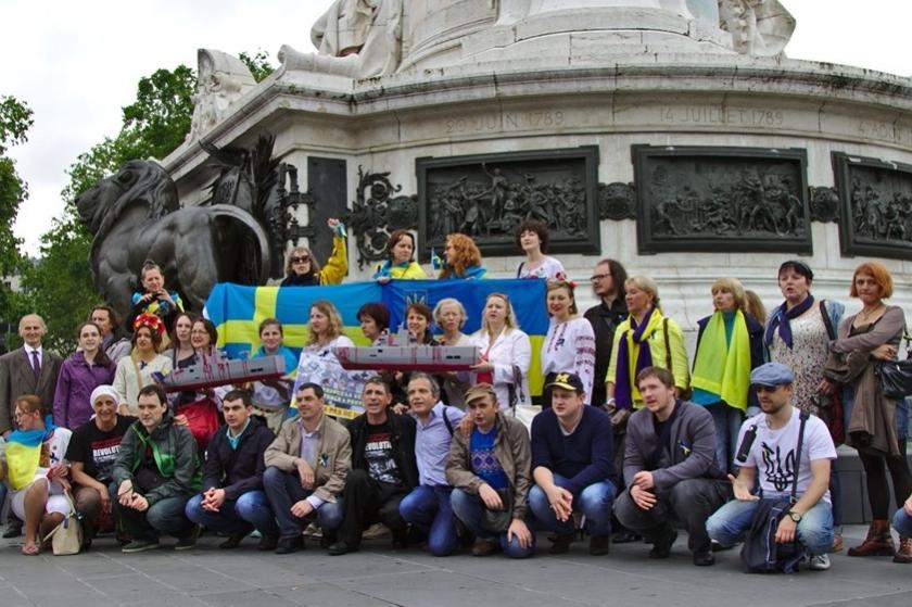 Bernard Grua, troisième manifestation contre la livraison des navires Mistral à Vladimir Poutine. Paris 13 juillet 2014 - No Mistrals for Putin - République