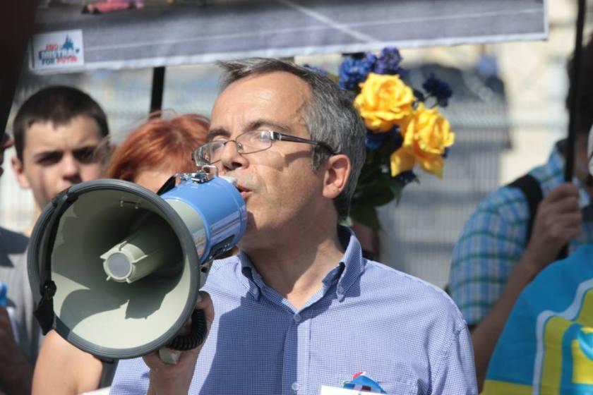Bernard Grua, quatrième manifestation contre la livraison des navires Mistral à Vladimir Poutine. Saint Nazaire 7 septembre 2014 - No Mistrals for Putin - Défilé - megaphone