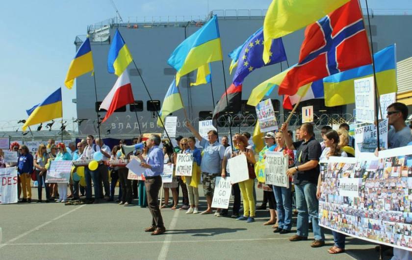 Bernard Grua, quatrième manifestation contre la livraison des navires Mistral à Vladimir Poutine. Saint Nazaire 7 septembre 2014 - No Mistrals for Putin - Vladivostok