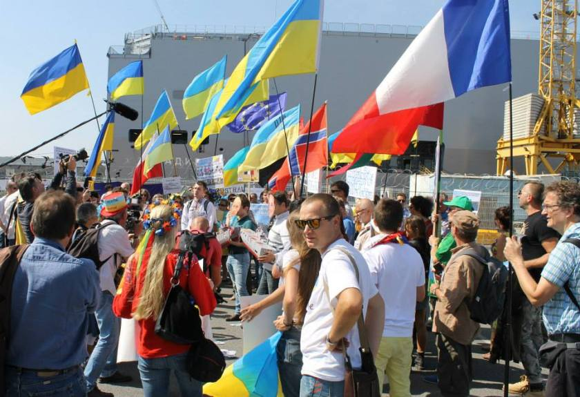 Bernard Grua, quatrième manifestation contre la livraison des navires Mistral à Vladimir Poutine. Saint Nazaire 7 septembre 2014 - No Mistrals for Putin - Poutine - Hollande