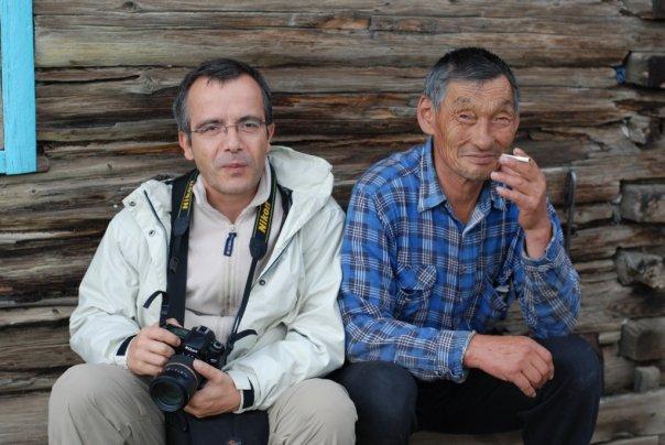 Bernard Grua avec Semeon, éleveur Soyot dans son estive. Mont Saian orientaux, plateau de l'Oka, Sibérie