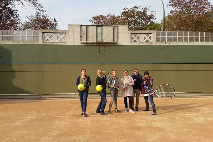 Maxi balles et maxi raquettes à Roland Garros