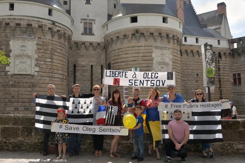 Bernard Grua, flashmobs bretoones pour la libération d'Oleg Sentsov, Nantes, 16 juin 2018
