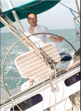 """Bernard Grua, navigation sur le voilier, """"El Coyote"""", dans le Golfe de Siam."""