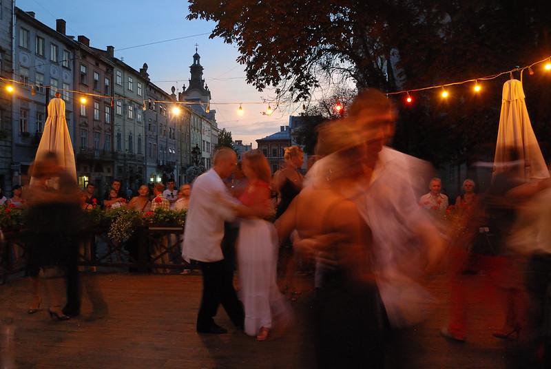 Bernard Grua, heure bleue, blue hour, Lviv, Ukraine