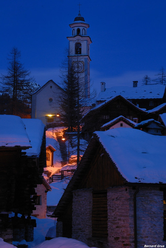 Bernard Grua, heure bleue, blue hour, Bosco Gurin, Suisse