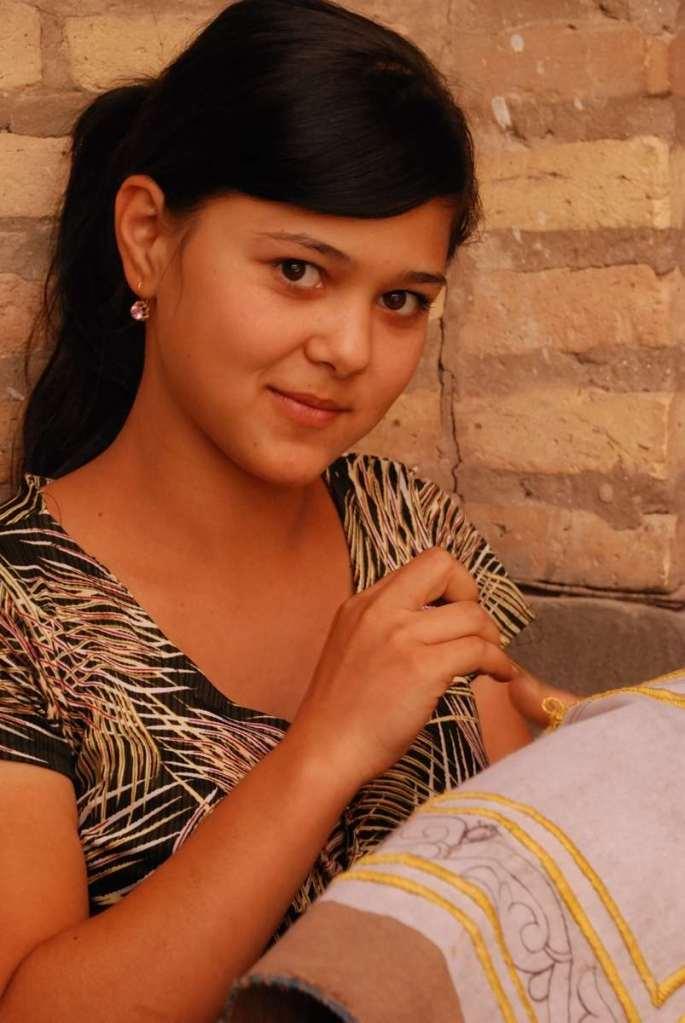Bernard Grua photographie: Ouzbekistan, brodeuse de suzanis