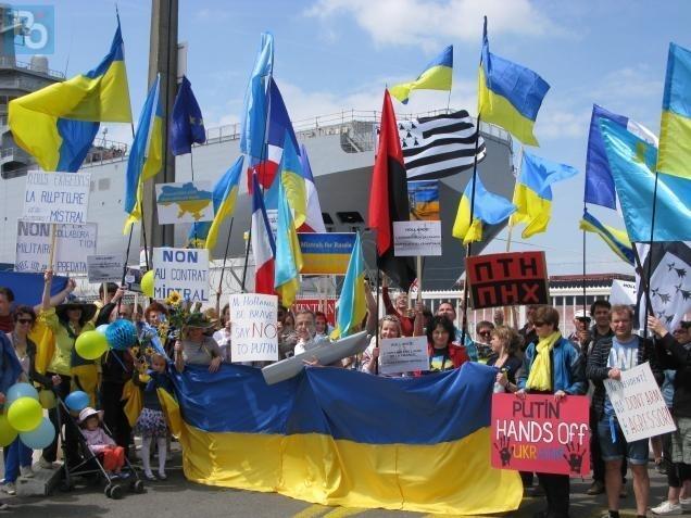 Bernard Grua, Mistral, Vladivostok, première manifestation St Nazaire, Groupe