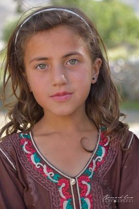 Petite fille wakhie de Passu, Haute Hunza appartenant à l'ethnie et à la confession religieuse objets de la haine vicérale de Ramla Akhtar