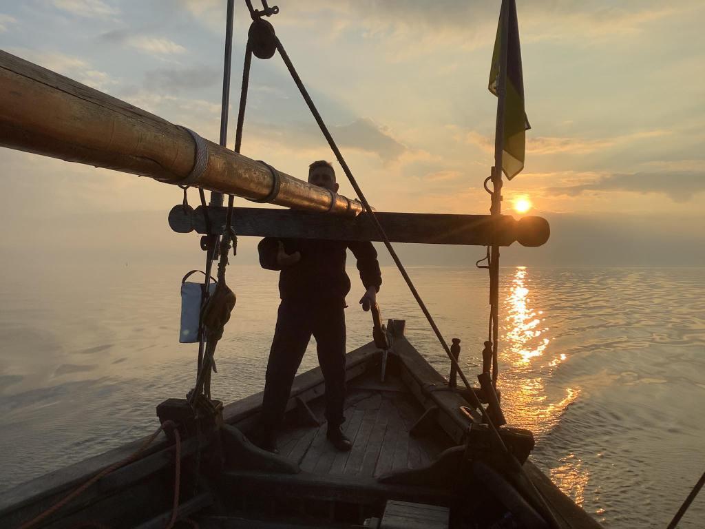 Козацька чайка «Пресвята Покрова»: Тарас Трофимюк за стерном на світанку