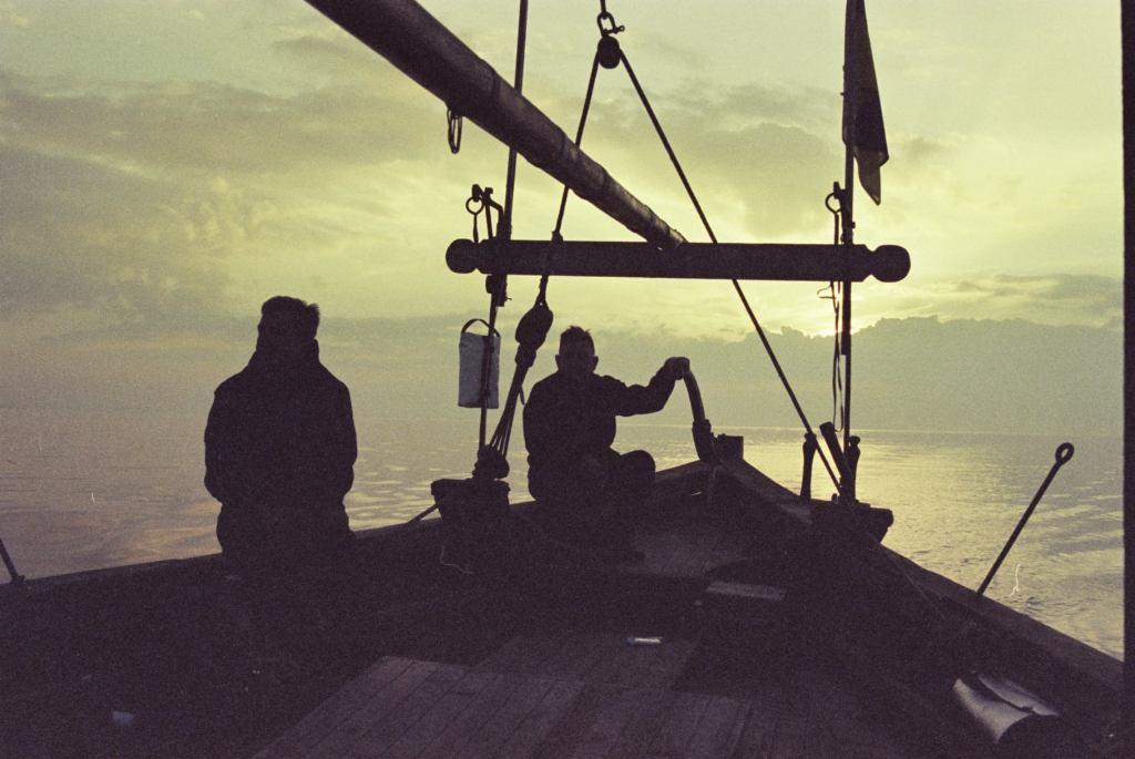 Іль о Мутон & архіпелагу Ґленан у тумані, Козацька чайка «Пресвята Покрова», Світлини Юліана Куклевського